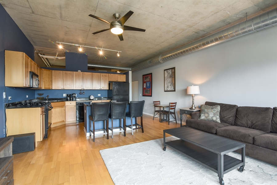 Real Estate Photography - 1000 N Kingsburry, Unit 709, Chicago, IL, 60610 - Kitchen / Living Room
