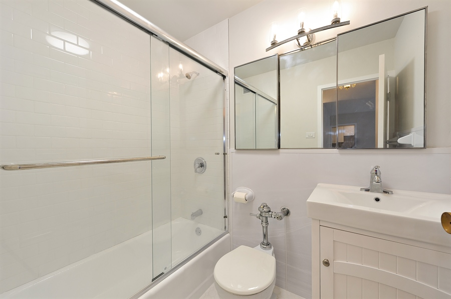 Real Estate Photography - 3900 N Lake Shore Dr, Unit 20G, Chicago, IL, 60613 - Master Bathroom