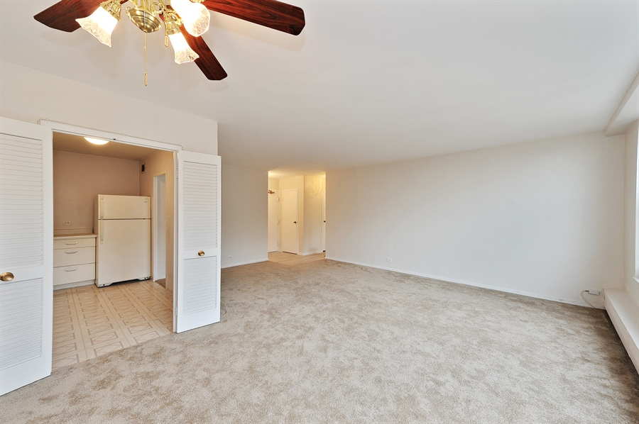 Real Estate Photography - 3900 N Lake Shore Dr, Unit 20G, Chicago, IL, 60613 - Living Room/Dining Room
