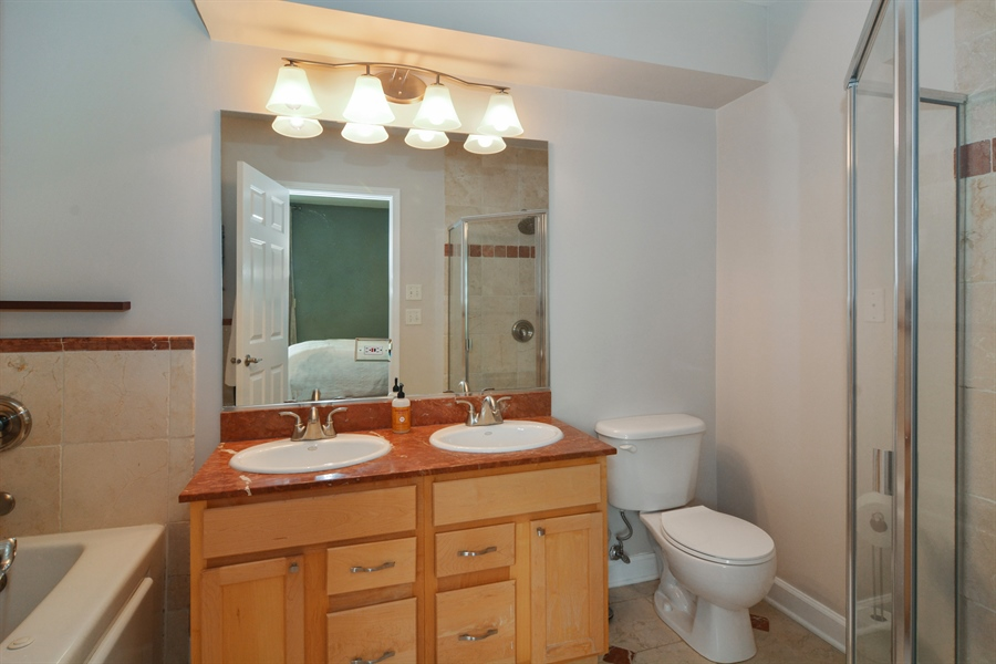 Real Estate Photography - 2648 N Seminary, unit 3, Chicago, IL, 60614 - Master Bathroom