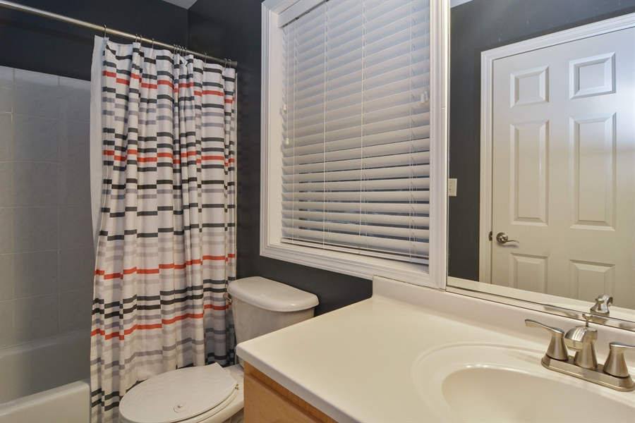 Real Estate Photography - 2648 N Seminary, unit 3, Chicago, IL, 60614 - Bathroom