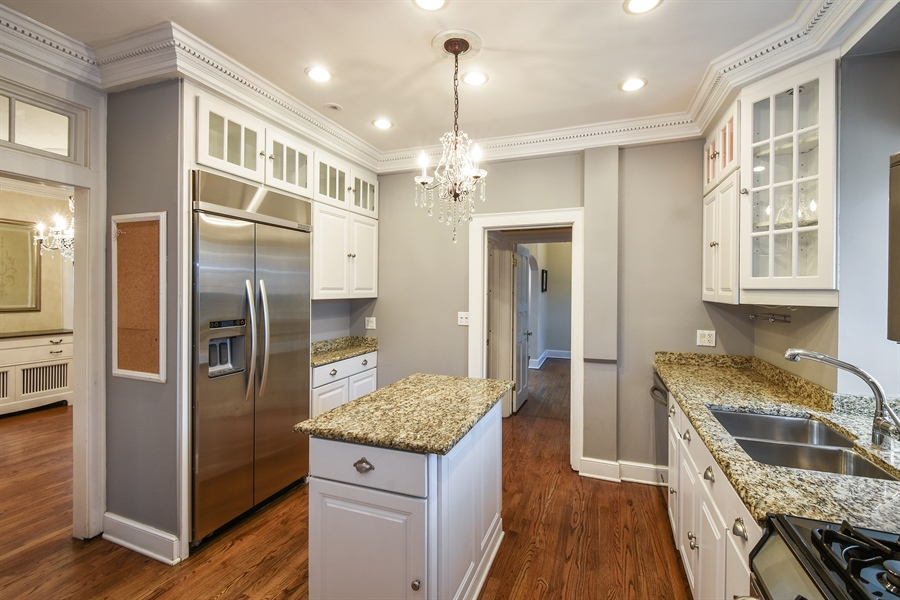 Real Estate Photography - 603 S Summit St, Barrington, IL, 60010 - Kitchen