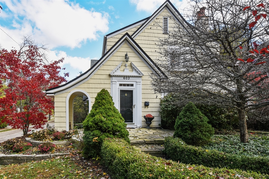 Real Estate Photography - 603 S Summit St, Barrington, IL, 60010 - Front View
