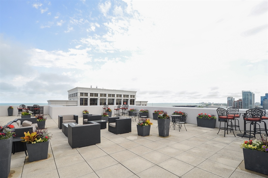 Real Estate Photography - 1322 S Prairie, unit 1105, Chicago, IL, 60605 - Common Sundeck