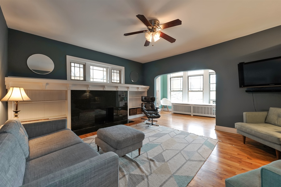 Real Estate Photography - 4601 N. Dover, 2, Chicago, IL, 60640 - Living Room