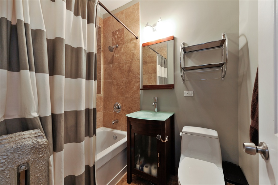 Real Estate Photography - 4601 N. Dover, 2, Chicago, IL, 60640 - Master Bathroom