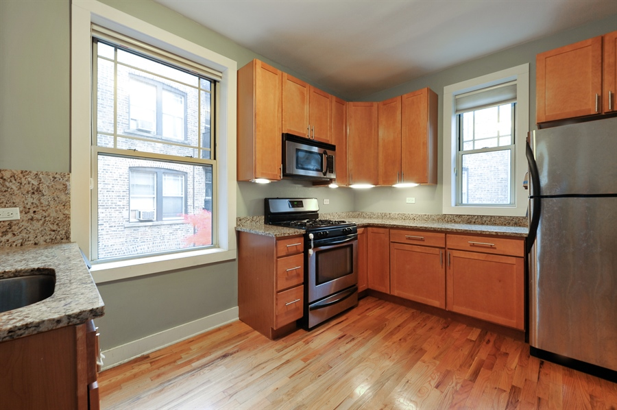 Real Estate Photography - 4601 N. Dover, 2, Chicago, IL, 60640 - Kitchen