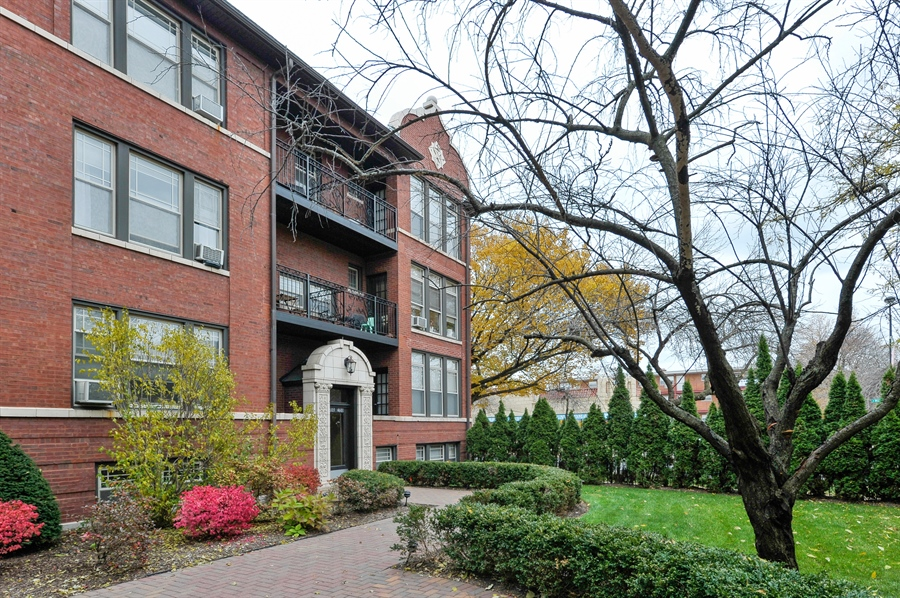 Real Estate Photography - 4601 N. Dover, 2, Chicago, IL, 60640 - Front View