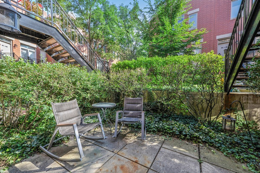 Real Estate Photography - 1522 W School St, Chicago, IL, 60657 - Patio