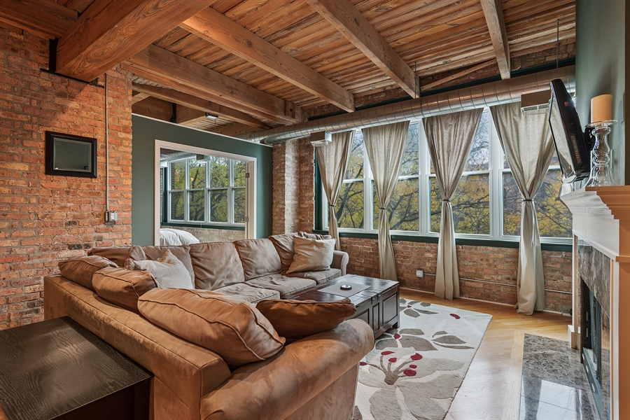 Real Estate Photography - 3201 N Ravenwood, Unit 211, Chicago, IL, 60657 - Living Room