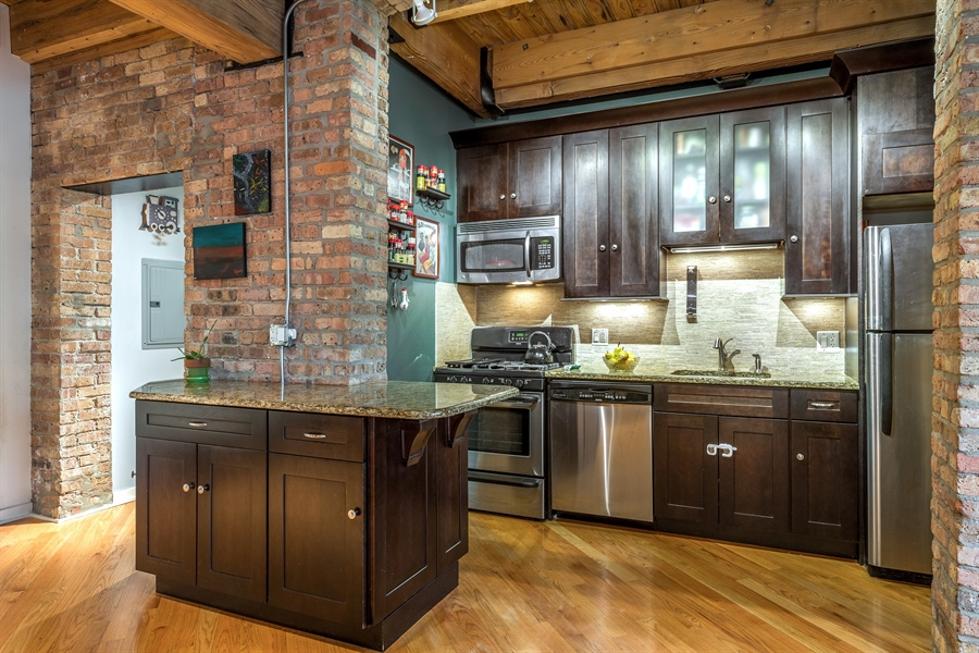 Real Estate Photography - 3201 N Ravenwood, Unit 211, Chicago, IL, 60657 - Kitchen