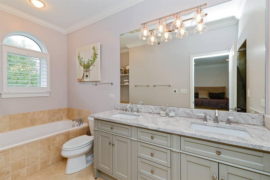 Real Estate Photography - 2900 N Paulina, Chicago, IL, 60657 - Master Bathroom
