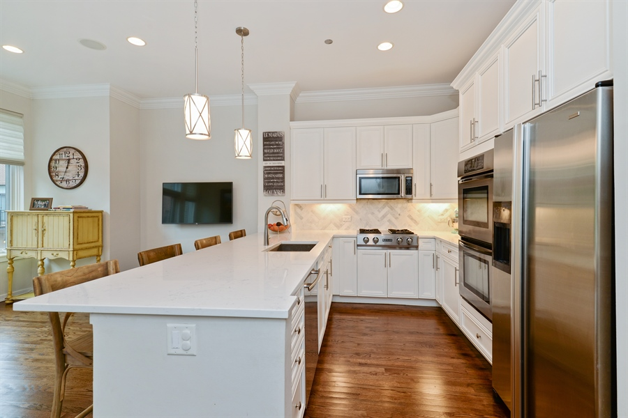 Real Estate Photography - 2900 N Paulina, Chicago, IL, 60657 - Kitchen