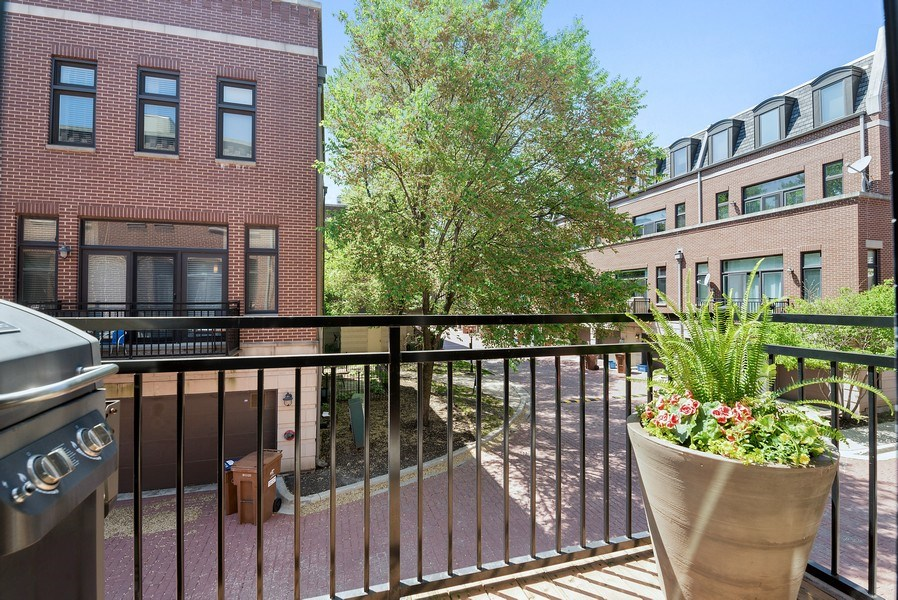 Real Estate Photography - 2900 N Paulina, Chicago, IL, 60657 - Balcony