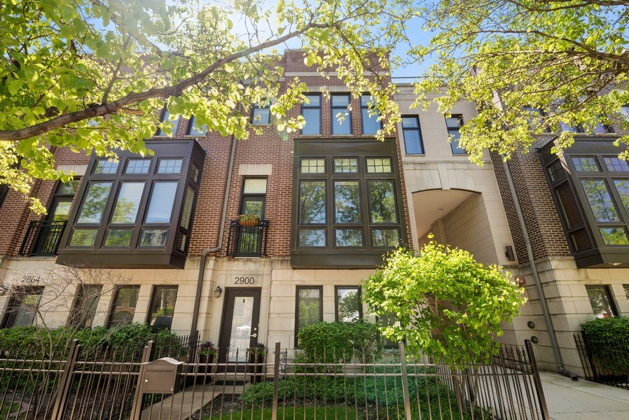 Real Estate Photography - 2900 N Paulina, Chicago, IL, 60657 - Front View