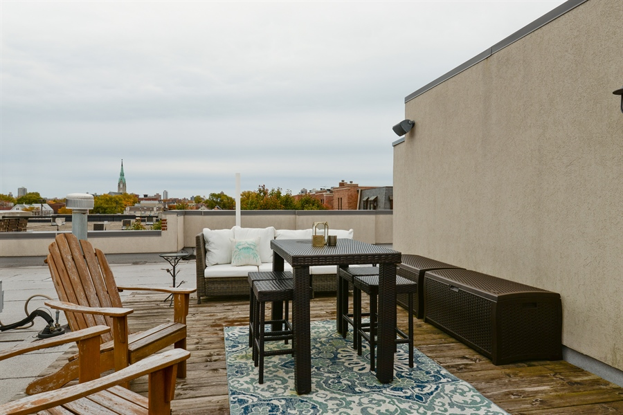 Real Estate Photography - 2900 N Paulina, Chicago, IL, 60657 - Deck