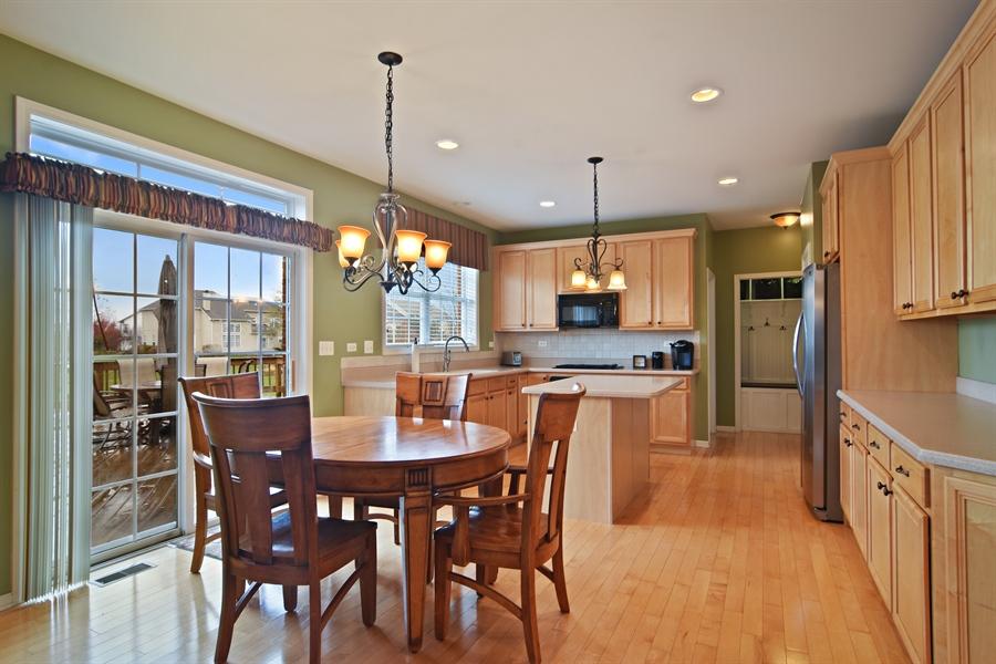 Real Estate Photography - 16 Deerfield, Hawthorn Woods, IL, 60047 - Kitchen / Breakfast Room