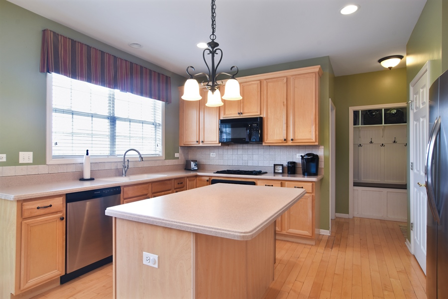 Real Estate Photography - 16 Deerfield, Hawthorn Woods, IL, 60047 - Kitchen