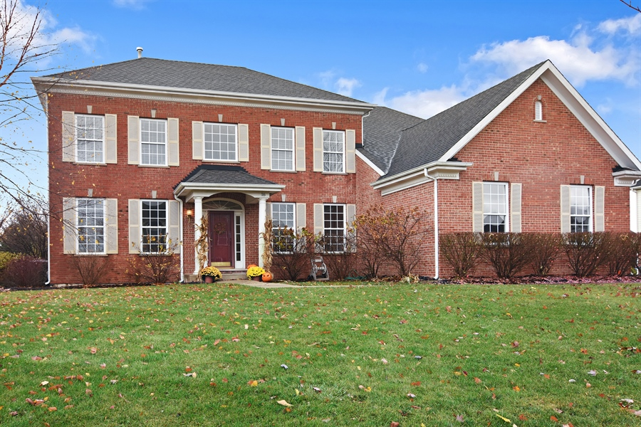 Real Estate Photography - 16 Deerfield, Hawthorn Woods, IL, 60047 - Front View