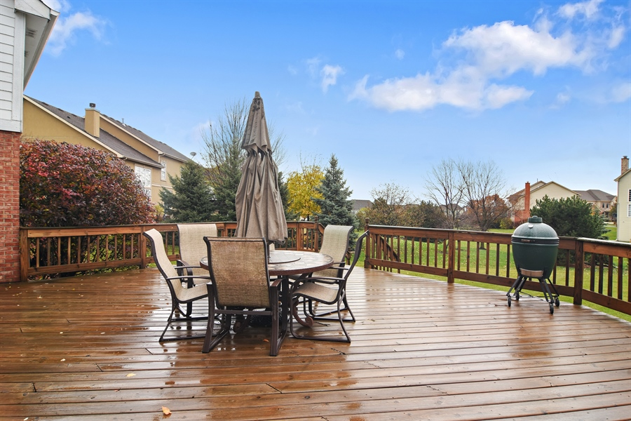 Real Estate Photography - 16 Deerfield, Hawthorn Woods, IL, 60047 - Deck