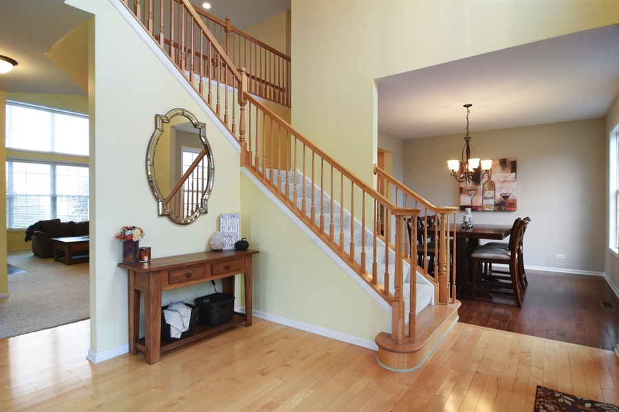 Real Estate Photography - 16 Deerfield, Hawthorn Woods, IL, 60047 - Entryway