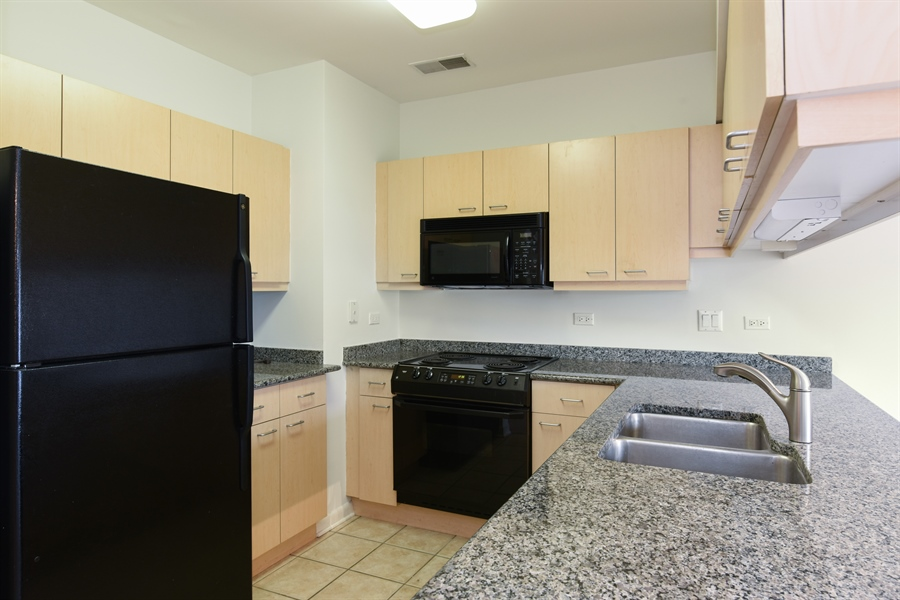 Real Estate Photography - 1210 chicago, 309b, evanston, IL, 60202 - Kitchen