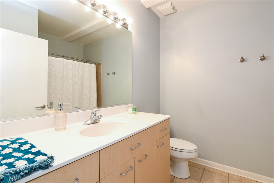 Real Estate Photography - 1210 chicago, 309b, evanston, IL, 60202 - Bathroom