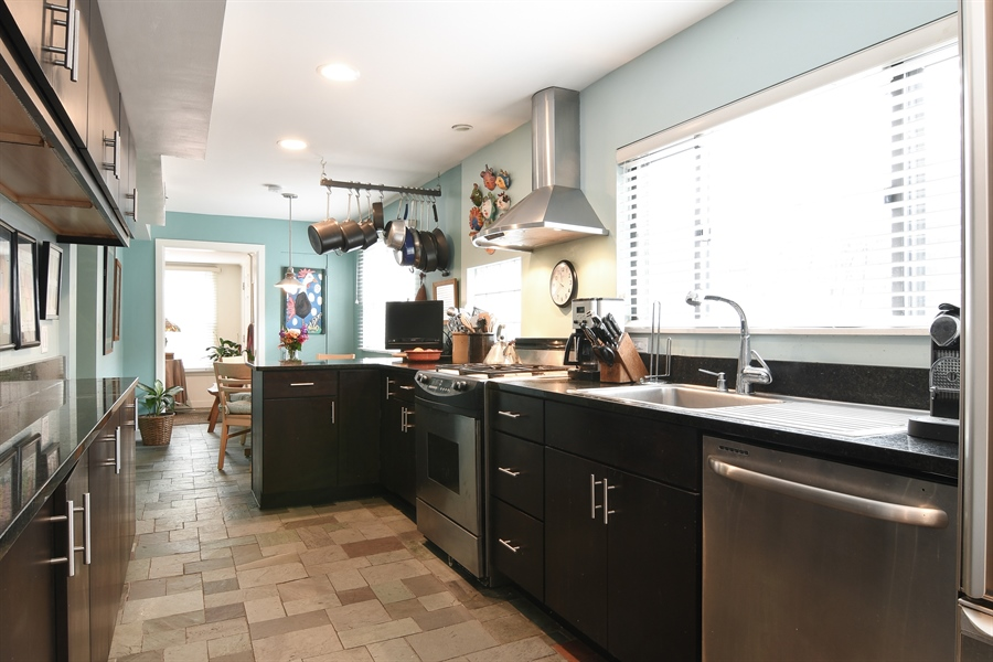 Real Estate Photography - 3625 N. Paulina, Chicago, IL, 60613 - Kitchen / Breakfast Room
