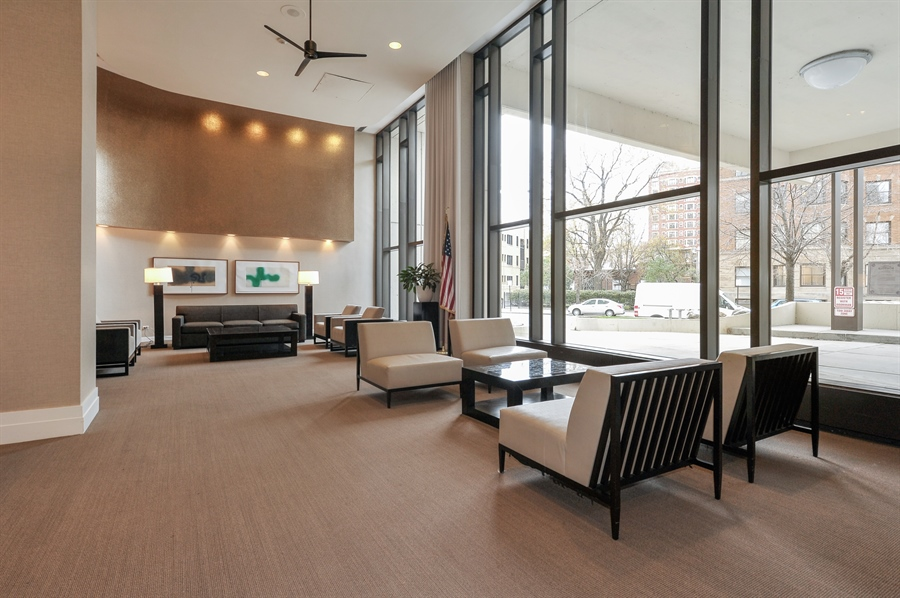Real Estate Photography - 3930 N Pine Grove, 3110, Chicago, IL, 60613 - Lobby