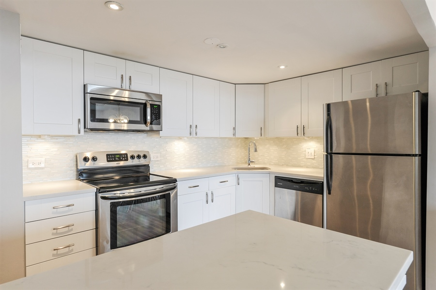 Real Estate Photography - 3930 N Pine Grove, 3110, Chicago, IL, 60613 - Kitchen