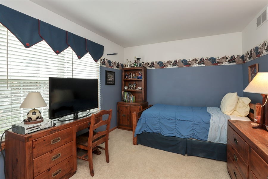 Real Estate Photography - 972 Dunhill, Grayslake, IL, 60030 - 2nd Bedroom