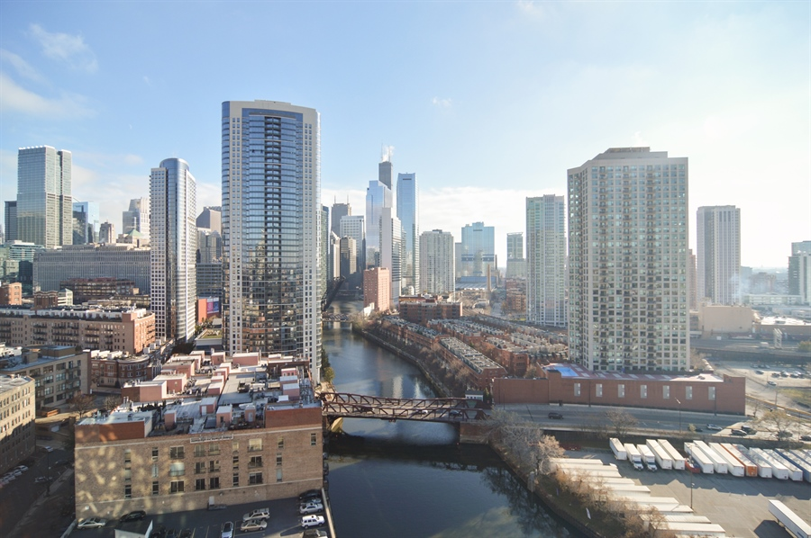 Real Estate Photography - 600 N Kingsbury, 1906, Chicago, IL, 60654 - River View