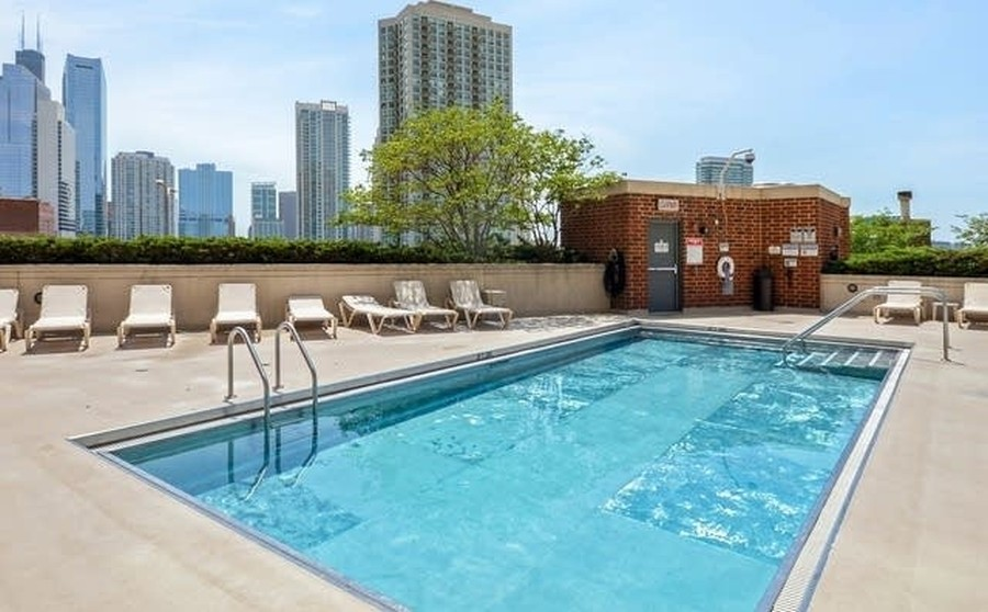Real Estate Photography - 600 N Kingsbury, 1906, Chicago, IL, 60654 - Roof-deck and Pool