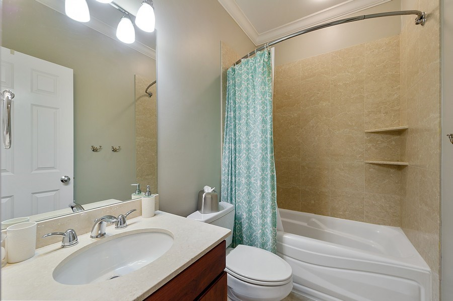 Real Estate Photography - 2836 Racine Ave, Unit 1, Chicago, IL, 60657 - 2nd Bathroom