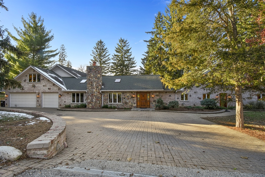 Real Estate Photography - 238 Biltmore Dr, North Barrington, IL, 60010 - Front View