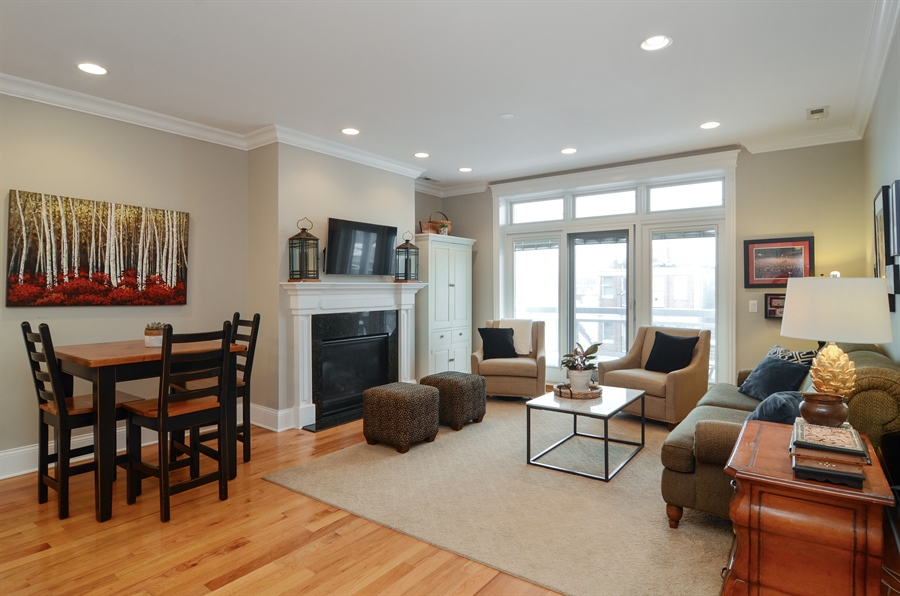 Real Estate Photography - 2250 W Foster Ave, 3E, Chicago, IL, 60625 - Living Room