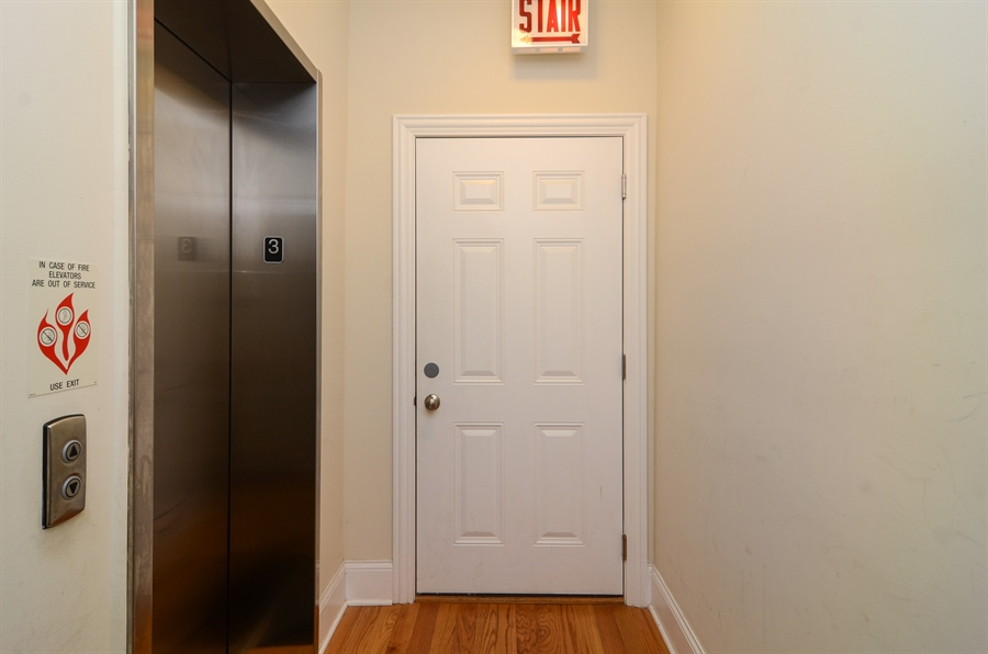 Real Estate Photography - 2250 W Foster Ave, 3E, Chicago, IL, 60625 - Elevator