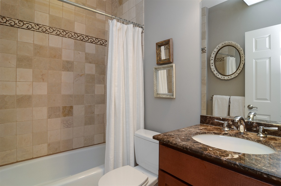 Real Estate Photography - 2250 W Foster Ave, 3E, Chicago, IL, 60625 - Bathroom