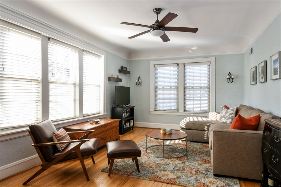 Real Estate Photography - 1956 West Melrose, 2W, Chicago, IL, 60657 - Living Room