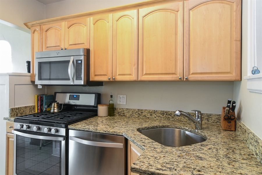 Real Estate Photography - 1956 West Melrose, 2W, Chicago, IL, 60657 - Kitchen