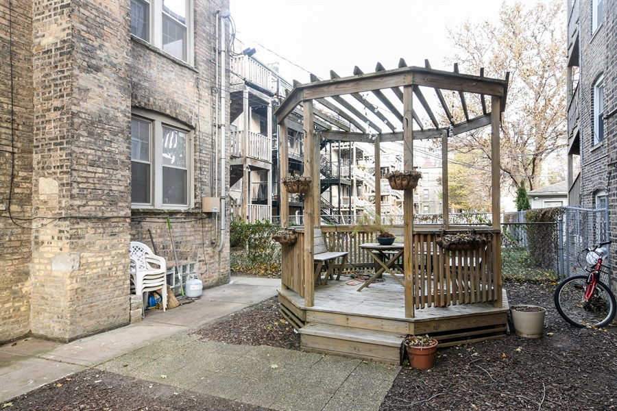 Real Estate Photography - 1956 West Melrose, 2W, Chicago, IL, 60657 - Back Yard