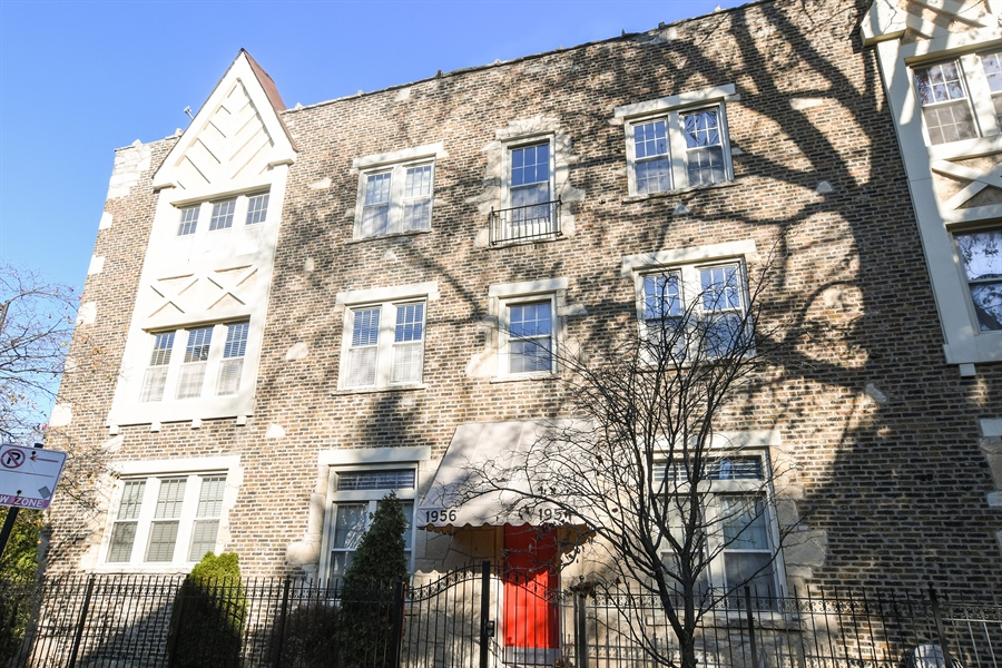 Real Estate Photography - 1956 West Melrose, 2W, Chicago, IL, 60657 - Front View
