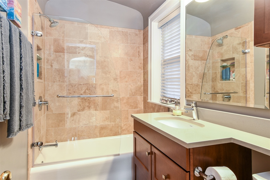 Real Estate Photography - 1956 West Melrose, 2W, Chicago, IL, 60657 - Bathroom