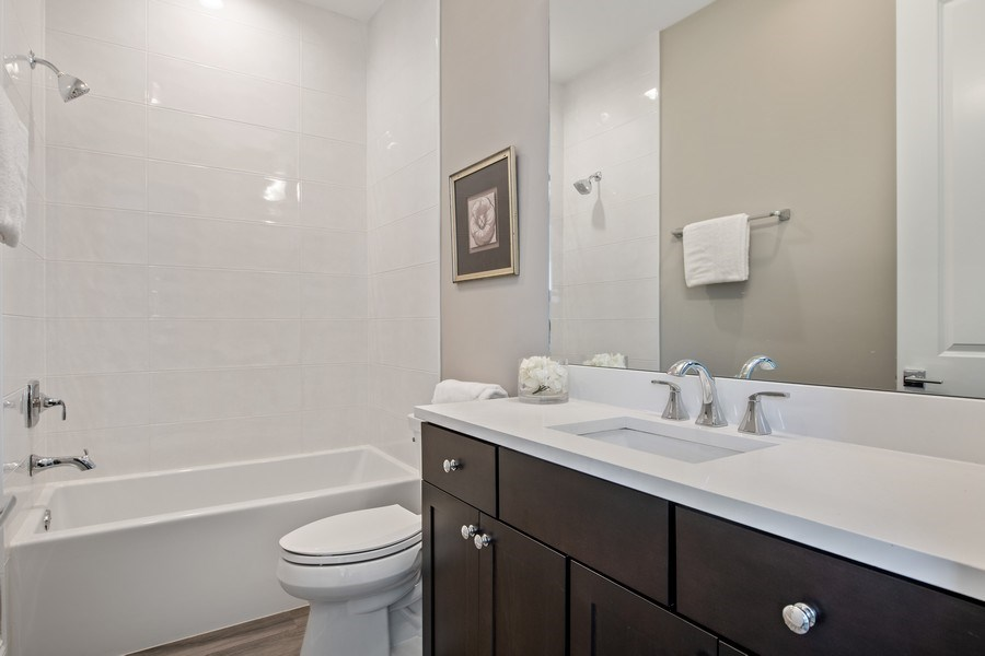 Real Estate Photography - 5061 N. Lincoln Avenue, 1S, Chicago, IL, 60625 - 3rd Bedroom en suite bathroom