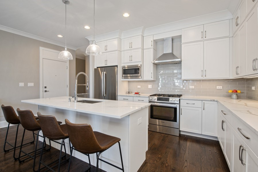 Real Estate Photography - 5061 N. Lincoln Avenue, 1S, Chicago, IL, 60625 - Kitchen