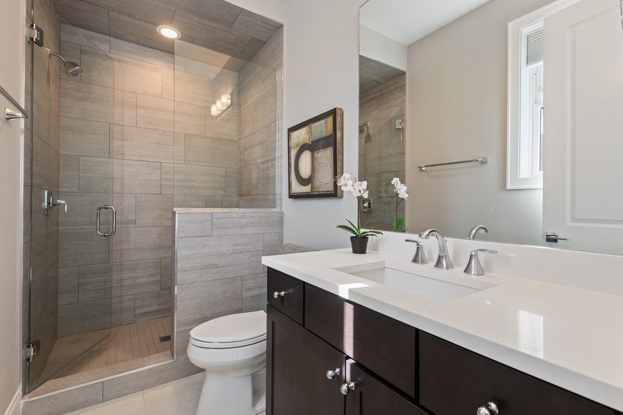 Real Estate Photography - 5061 N. Lincoln Avenue, 1S, Chicago, IL, 60625 - Office | 4th Bedroom en suite bathroom