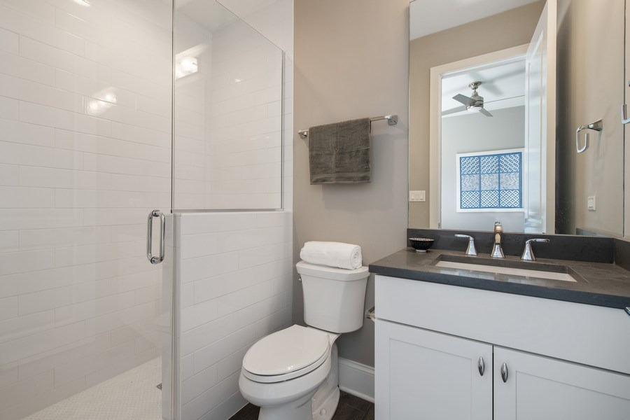 Real Estate Photography - 5061 N. Lincoln Avenue, 1S, Chicago, IL, 60625 - 2nd Bedroom en suite bathroom