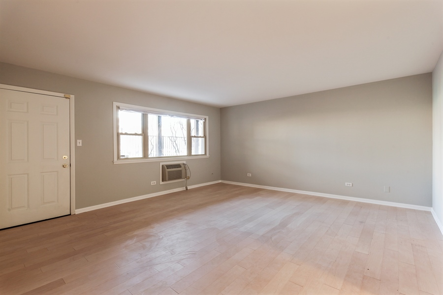 Real Estate Photography - 540 Hinman Ave, Unit 3, Evanston, IL, 60202 - Living Room