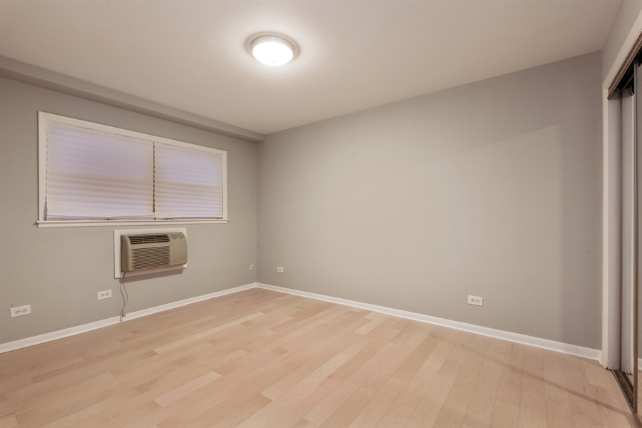 Real Estate Photography - 540 Hinman Ave, Unit 3, Evanston, IL, 60202 - Master Bedroom