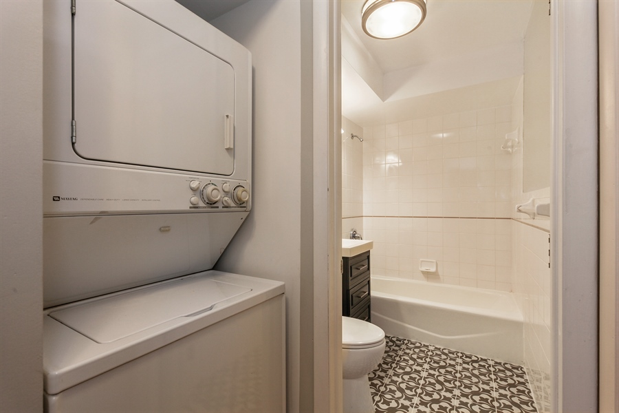 Real Estate Photography - 540 Hinman Ave, Unit 3, Evanston, IL, 60202 - Laundry Room